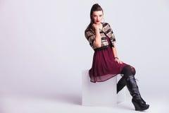 Atelieraufnahme einer Modefrau Lizenzfreie Stockbilder