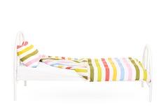 Atelieraufnahme eines leeren Betts Lizenzfreies Stockbild