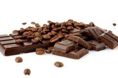 Atelieraufnahme von Schokoladen und von Bohnen des Kaffees Lizenzfreie Stockfotografie