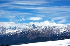 Atem, der die Ansicht von Bergen vertritt Lizenzfreies Stockbild