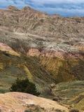 Atemberaubend, stiegen Gold und grüne Berge lizenzfreie stockfotos
