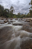 Atemberaubende Ansicht in dem Fluss lizenzfreies stockbild