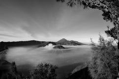 Atemberaubende Ansicht des Vulkans bei Bromo Bestehen aus aktivem Bromo,  Berg Batok,  und Berg semeru lizenzfreies stockfoto