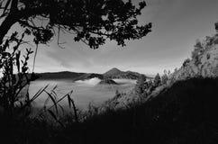 Atemberaubende Ansicht des Vulkans bei Bromo Bestehen aus aktivem Bromo,  Berg Batok,  und Berg semeru lizenzfreie stockbilder