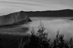 Atemberaubende Ansicht des Vulkans bei Bromo Bestehen aus aktivem Bromo,  Berg Batok,  und Berg semeru stockfotografie