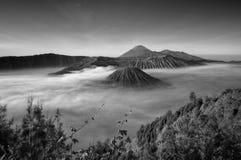 Atemberaubende Ansicht des Vulkans bei Bromo Bestehen aus aktivem Bromo,  Berg Batok,  und Berg semeru lizenzfreie stockfotos