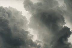 Atemberaubende drastische dunkle Sturmwolke Lizenzfreies Stockbild