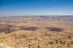 Atemberaubender Panoramablick von Ramon-Krater im Wüste Negev Süd-Israel lizenzfreie stockfotos