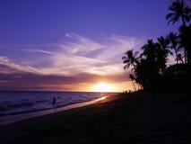 Atemberaubender Sonnenuntergang auf dem Strand in Maui, Hawaii Lizenzfreie Stockfotografie