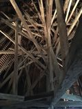 Atemberaubendes Dach des alten Schlosses lizenzfreie stockbilder