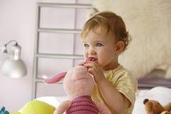 Atenção do bebê Fotos de Stock Royalty Free