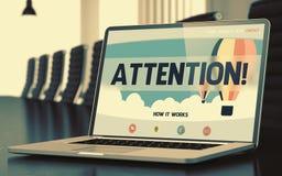 Atenção no portátil na sala de conferências 3d Imagens de Stock Royalty Free