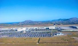 Aten flygplats, terminaler och bilparkeringar, flyg- sikt arkivbilder