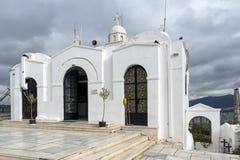 ATEN GREKLAND - JANUARI 20 2017: Kyrka av St George på den Lycabettus kullen i Aten, Grekland Royaltyfri Bild