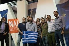 Aten Grekland, 3 Juli 2015 Borgmästaren av Aten, grekiska kändisar och lokal folkdemonstrarte om den kommande folkomröstningen Arkivbilder