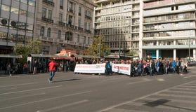 Aten Grekland - November 15, 2017: fridsam protest nära den Sintagmatos fyrkanten Arkivbilder