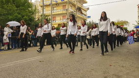 Aten Grekland, 28 Oktober 2016 Den grekiska studentskolan ståtar för att fira den nationella ferien av den Ochi dagen arkivfilmer