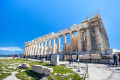11 03 2018 Aten, Grekland - Parthenontempel på en solig dag Acr Arkivfoton