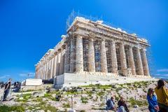 11 03 2018 Aten, Grekland - Parthenontempel på en solig dag Acr Arkivbilder