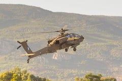 Aten Grekland 13 September 2015 Apache helikopter som tar av på showen för flyg för Atenluftvecka Arkivbilder