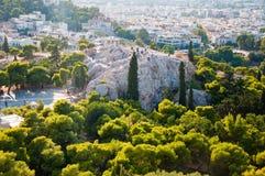 ATENAS 22 DE AGOSTO: Turistas en la colina de Areopagus el 22 de agosto de 2014 en Atenas, Grecia fotos de archivo libres de regalías