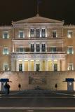ATENAS, GRÉCIA - 20 DE JANEIRO DE 2017: Foto da noite do parlamento grego em Atenas, Grécia Fotos de Stock Royalty Free