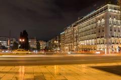 ATENAS, GRÉCIA - 19 DE JANEIRO DE 2017: Foto da noite do quadrado do Syntagma em Atenas, Grécia Imagem de Stock