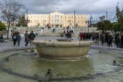 ATENAS, GRÉCIA - 20 DE JANEIRO DE 2017: Panorama do quadrado do Syntagma em Atenas, Grécia Imagens de Stock Royalty Free
