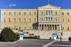 ATENAS, GRÉCIA - 19 DE JANEIRO DE 2017: Ideia surpreendente do parlamento grego em Atenas Fotos de Stock