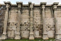 ATENAS, GRÉCIA - 20 DE JANEIRO DE 2017: Opinião da biblioteca do ` s de Hadrian em Atenas, Attica do por do sol Fotografia de Stock