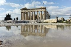 ATENAS, GRÉCIA - 20 DE JANEIRO DE 2017: Panorama do Partenon na acrópole de Atenas, Grécia Fotografia de Stock Royalty Free