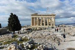 ATENAS, GRÉCIA - 20 DE JANEIRO DE 2017: Panorama do Partenon na acrópole de Atenas, Grécia Fotografia de Stock