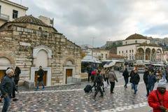 ATENAS, GRÉCIA - 20 DE JANEIRO DE 2017: Panorama do quadrado de Monastiraki, Atenas Fotos de Stock Royalty Free