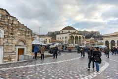 ATENAS, GRÉCIA - 20 DE JANEIRO DE 2017: Panorama do quadrado de Monastiraki, Atenas, Attica Imagens de Stock