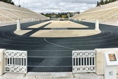 ATENAS, GRÉCIA - 20 DE JANEIRO DE 2017: Vista surpreendente do estádio ou do kallimarmaro de Panathenaic em Atenas imagens de stock royalty free