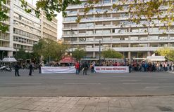 Atenas, Grécia - 15 de novembro de 2017: protesto calmo perto do quadrado de Sintagmatos Imagens de Stock Royalty Free