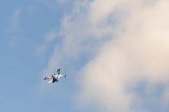 Atenas, Grécia 13 de setembro de 2015 F16 acima no céu na mostra do voo da semana do ar de Atenas Fotografia de Stock