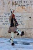 ATENAS, GRÉCIA - EM JUNHO DE 2011: Protetor de Evzone Fotografia de Stock Royalty Free
