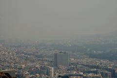 Atenas Grecia cubierta en humo imagenes de archivo
