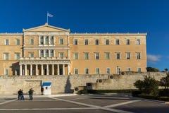 ATENAS, GRECIA - 19 DE ENERO DE 2017: El parlamento griego en Atenas, Grecia Imágenes de archivo libres de regalías