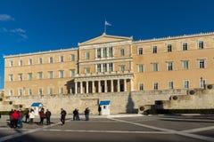 ATENAS, GRECIA - 19 DE ENERO DE 2017: El parlamento griego en Atenas, Grecia Imagen de archivo