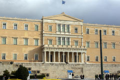 ATENAS, GRECIA - 20 DE ENERO DE 2017: El parlamento griego en Atenas, Grecia Fotografía de archivo