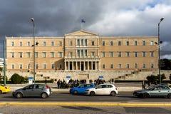 ATENAS, GRECIA - 20 DE ENERO DE 2017: El parlamento griego en Atenas, Grecia Imagenes de archivo