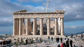 ATENAS, GRECIA - 20 DE ENERO DE 2017: El Parthenon en la acrópolis de Atenas Foto de archivo libre de regalías