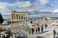 ATENAS, GRECIA - 20 DE ENERO DE 2017: Panorama del Parthenon en la acrópolis de Atenas, Grecia Imagen de archivo