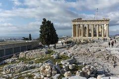 ATENAS, GRECIA - 20 DE ENERO DE 2017: Panorama del Parthenon en la acrópolis de Atenas, Grecia Fotografía de archivo libre de regalías