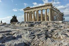 ATENAS, GRECIA - 20 DE ENERO DE 2017: Panorama del Parthenon en la acrópolis de Atenas, Grecia Imágenes de archivo libres de regalías