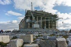 ATENAS, GRECIA - 20 DE ENERO DE 2017: Panorama del Parthenon en la acrópolis de Atenas, Grecia Foto de archivo libre de regalías