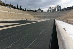 ATENAS, GRECIA - 20 DE ENERO DE 2017: Vista asombrosa del estadio o del kallimarmaro de Panathenaic en Atenas Imagen de archivo
