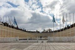 ATENAS, GRECIA - 20 DE ENERO DE 2017: Vista asombrosa del estadio o del kallimarmaro de Panathenaic en Atenas Fotografía de archivo
